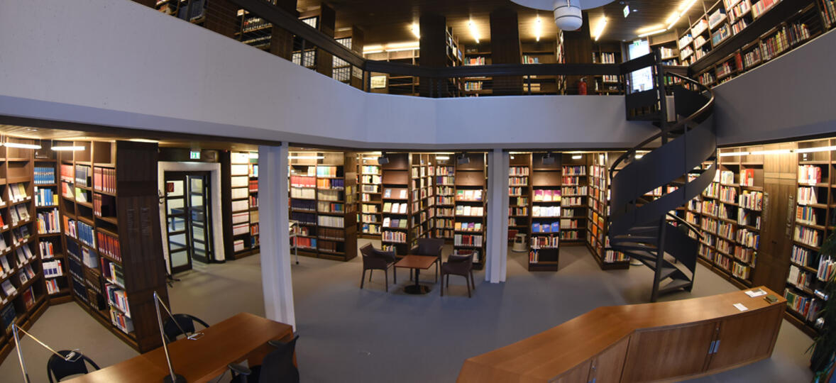 Bibliothek Innen 3