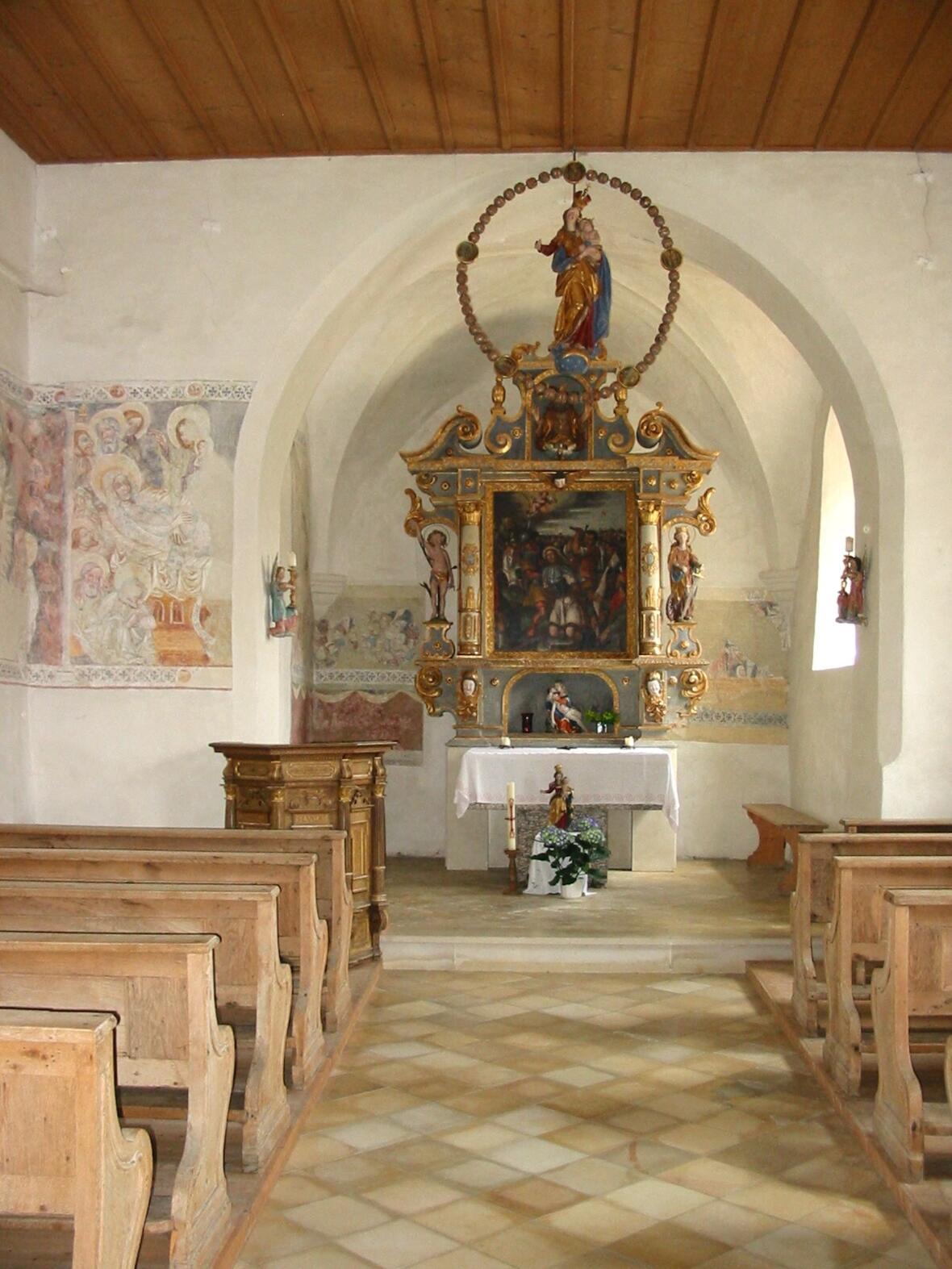 Altar und Fresken
