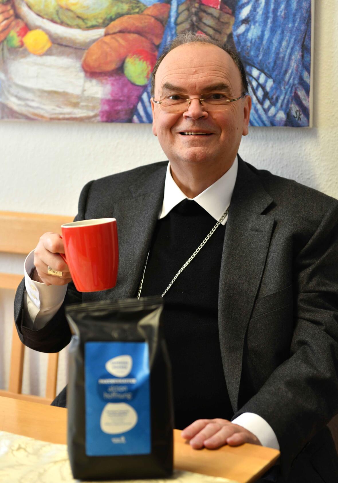 Bischof Bertram unterstützt das Partnerkaffee-Projekt der aktion hoffnung_Hochkant (Foto Maria Steber_pba)