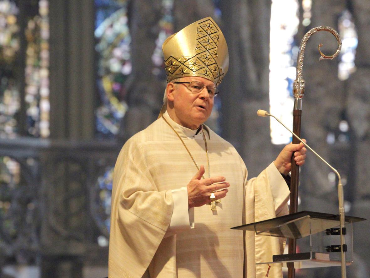 Bischof Konrad während seiner Predigt zum Osterfest (Foto_Annette Zoepf_ pba)