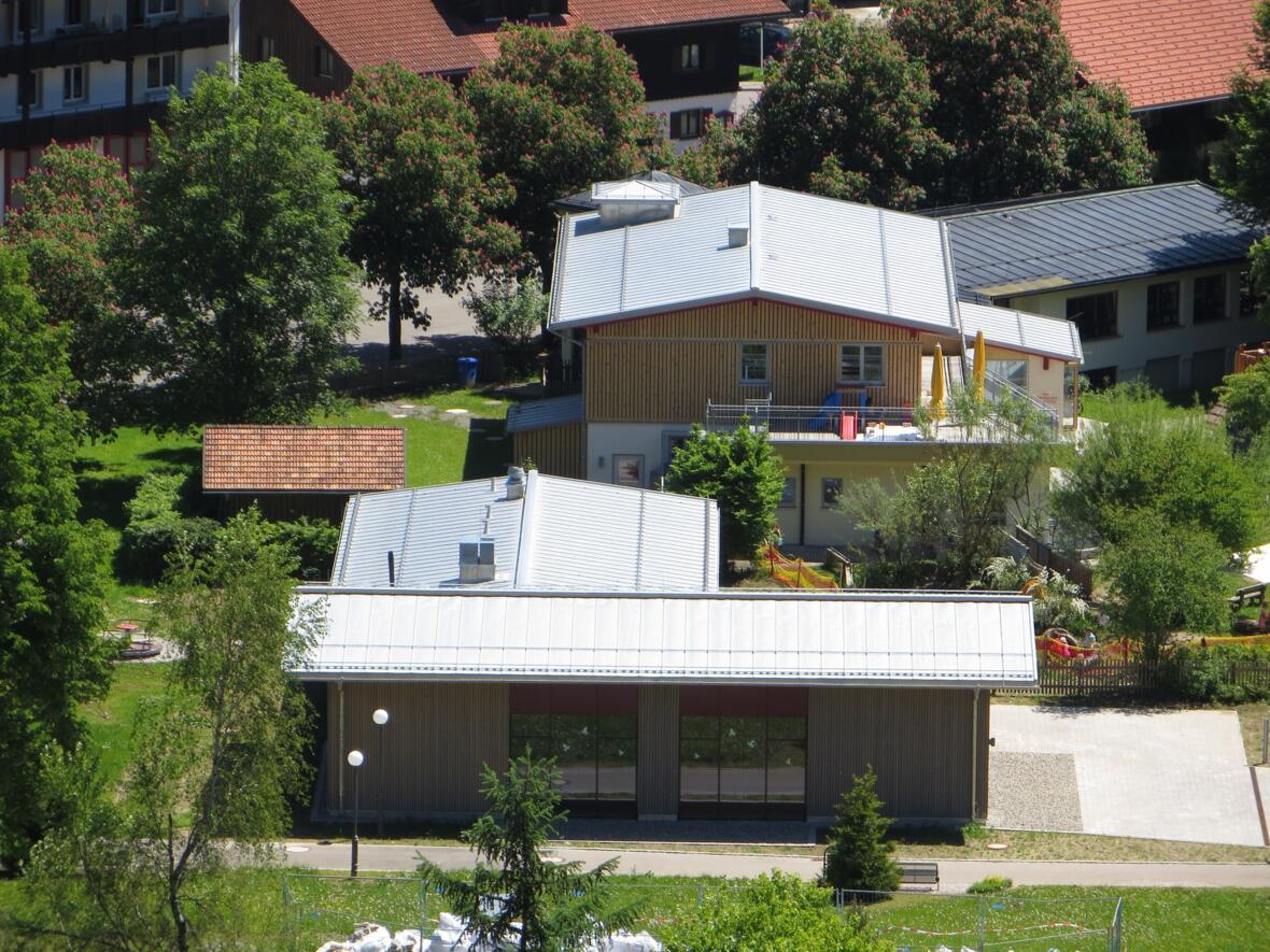Blick auf Franziskus-Saal und Kindergarten 2013
