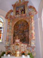 Der Altar im Innenraum der Kirche