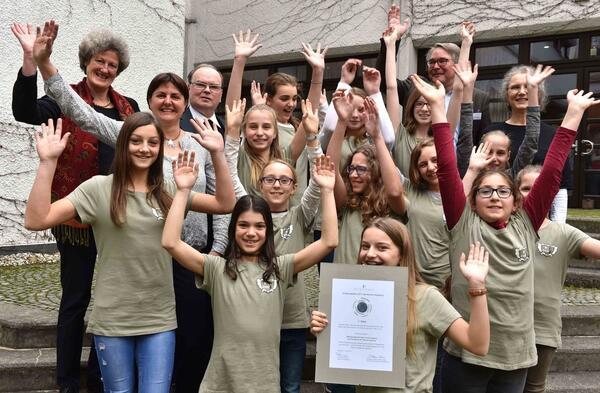 Erster-dioezesaner-Schoepfungspreis-geht-an-die-Maedchenrealschule-Sankt-Ursula-in-Augsburg_reference
