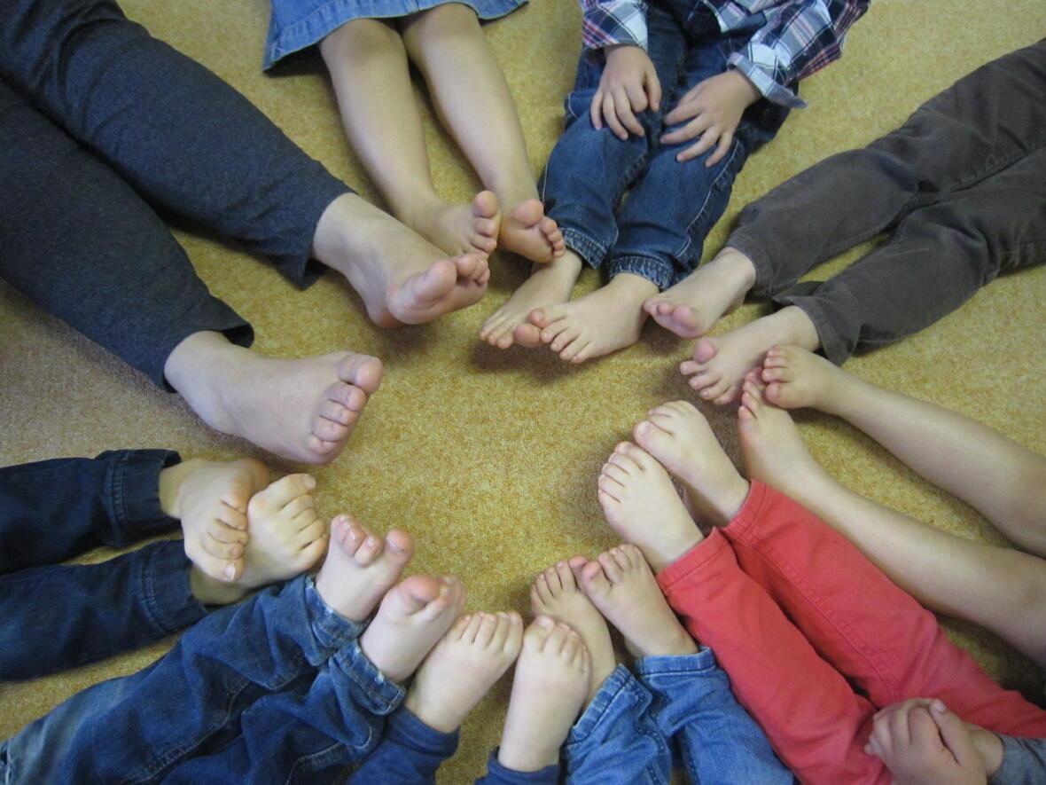 Füße der Kinder