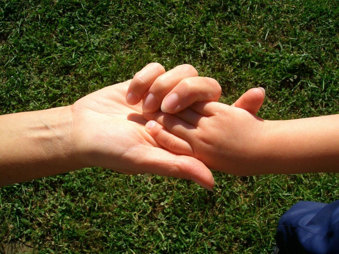 Haus für Kinder Lützelburg Hände