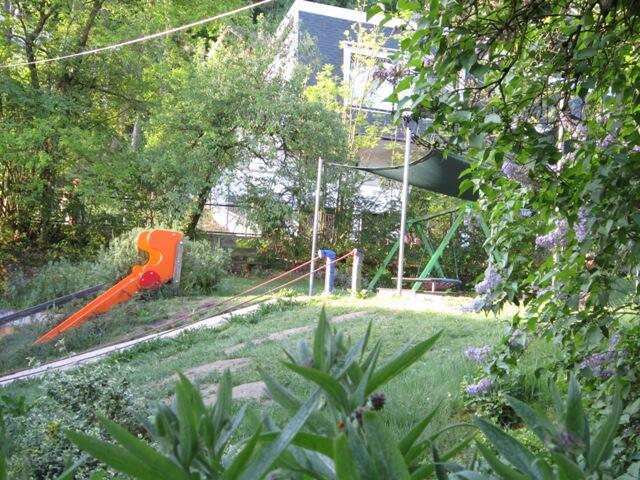 Idylischer Gartenbereich