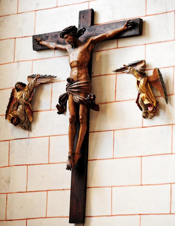 Kreuz mit Engeln im Hohen Dom (Foto: Nicolas Schnall / pba)