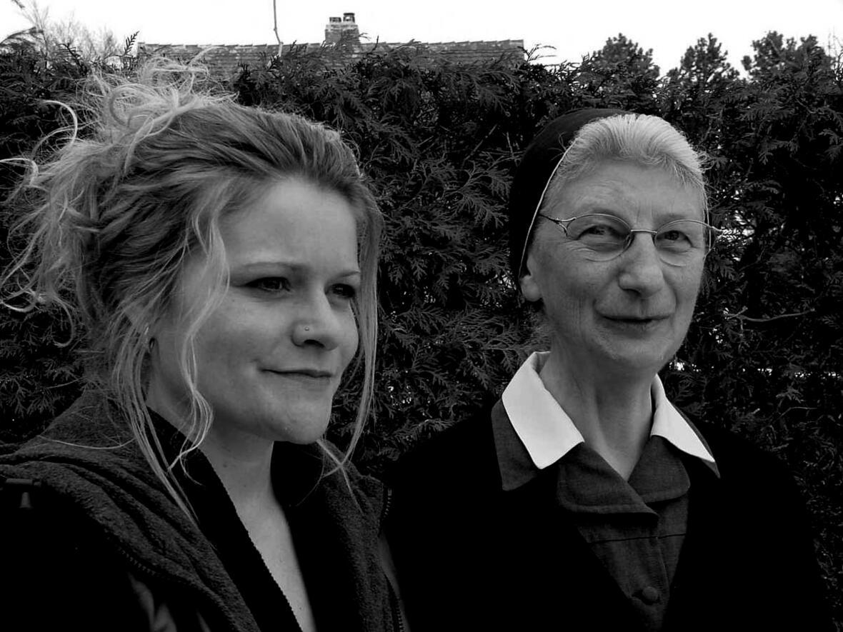 Die bisherige Leiterin Schwester Benigna Habeler (rechts) und ihre Nachfolgerin Frau Susanne Pech (links)
