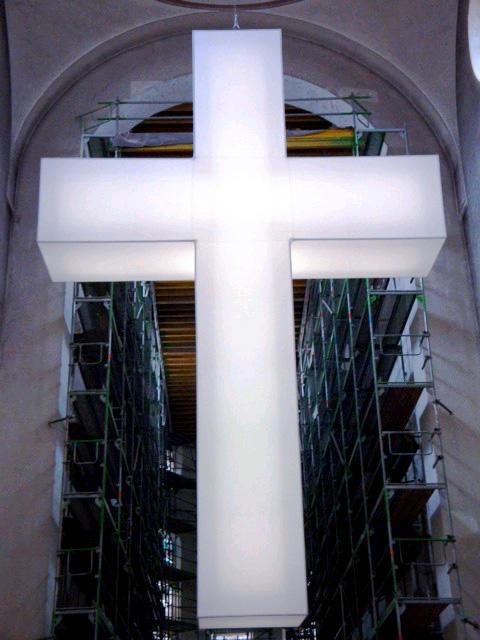 """Lichtinstallation """"Risikoreich"""" von Andreas Klocker 2012 in der Moritzkirche, Augsburg"""
