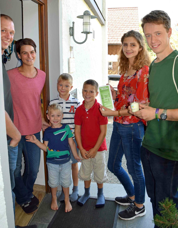 Die jungen Missionare wurden bei ihren Hausbesuchen von vielen herzlich in Empfang genommen. (Foto: Verspohl-Nitsche)