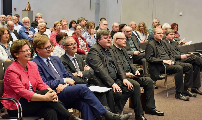 Bischof Konrad nahm ebenfalls am Studientag teil und feierte zum Abschluss mit den Teilnehmerinnen und Teilnehmern die Vesper. (Foto: Nicolas Schnall / pba)