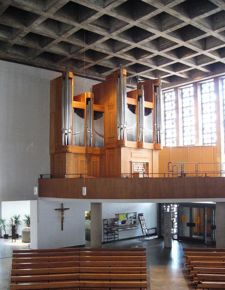 Orgel mit Empore