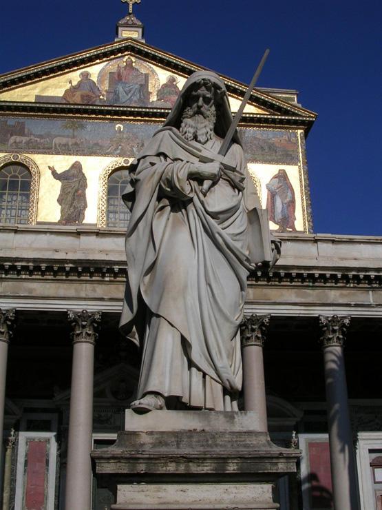 Paulus: Statue vor der Basilika St. Paul v. d. Mauern, Rom