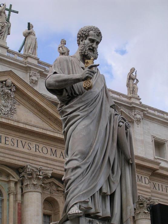 Petrus: Statute vor dem Petersdom, Rom