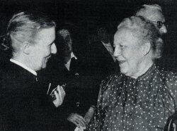 Elisabeth Scherer (links) im Gespräch mit Helene Weber, MdB