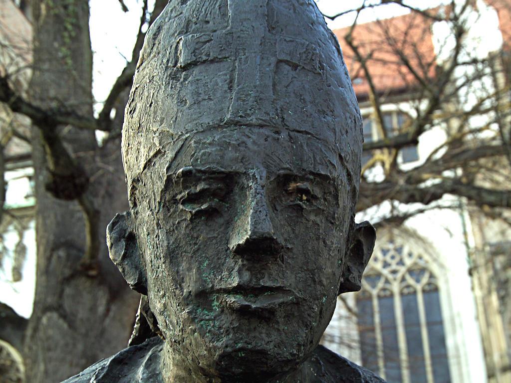Karl F. Bauer Bildausschnitt: Dombrunnen Augsburg – Bistumspatron St. Simpert (geb.: ca. 750; gest.: 13.10.807)