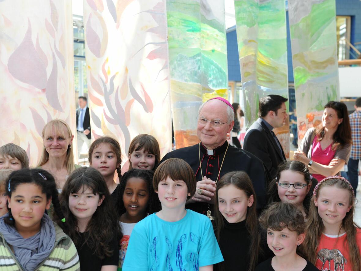 Bischof Konrad besucht Franz-von-Assisi-Schule. (Foto: pba/Nicolas Schnall)