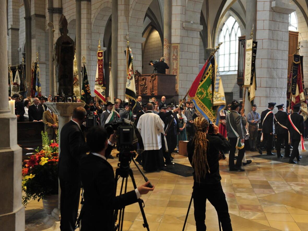 Bischofsweihe_20120728_07-31-14