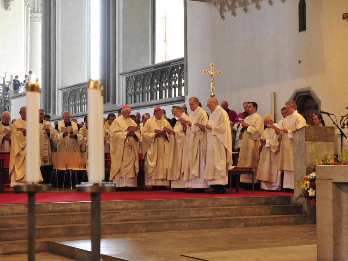 Bischofsweihe_20120728_08-15-00
