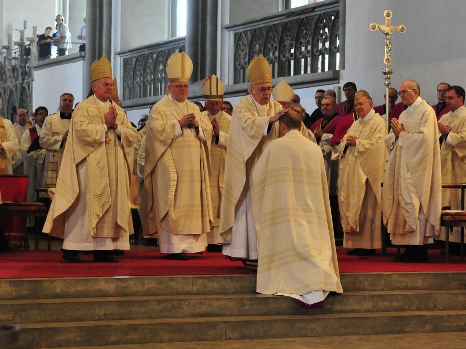 Bischofsweihe_20120728_08-31-09