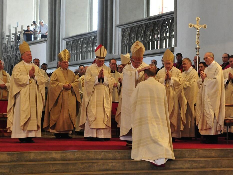 Bischofsweihe_20120728_08-31-30