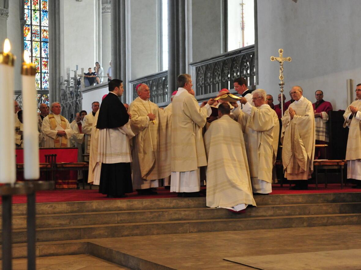 Bischofsweihe_20120728_08-34-03