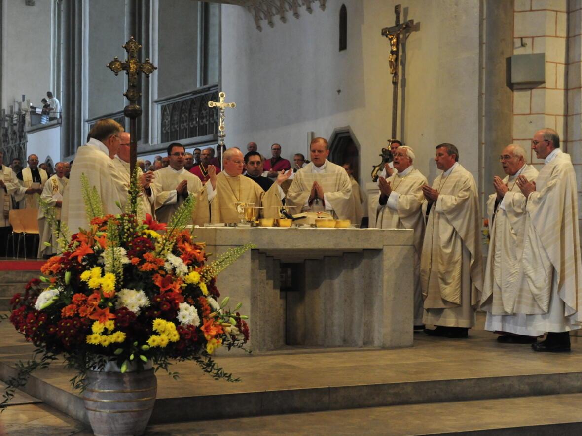 Bischofsweihe_20120728_08-51-56