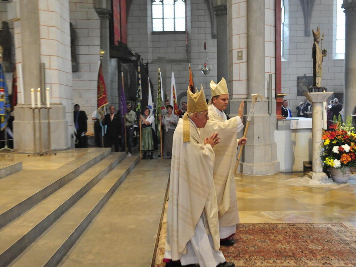 Bischofsweihe_20120728_09-22-28