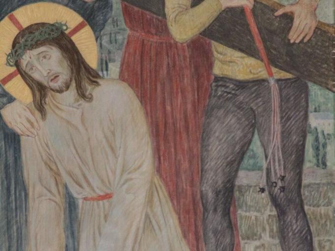 Jesus fällt zum ersten Mal unter dem Kreuz: Die Last ist schwer, der Weg steinig, der Herr zu Tode ermattet. Er schwankt und fällt. Doch er wird zum Weitergehen gezwungen.