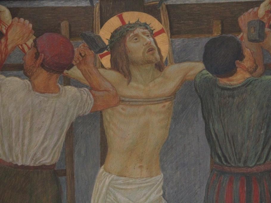 Jesus wird an das Kreuz genagelt: Die Soldaten durchbohren die Hände und Füße Jesu und schlagen ihn ans Kreuz. Dann richten sie das Kreuz empor.