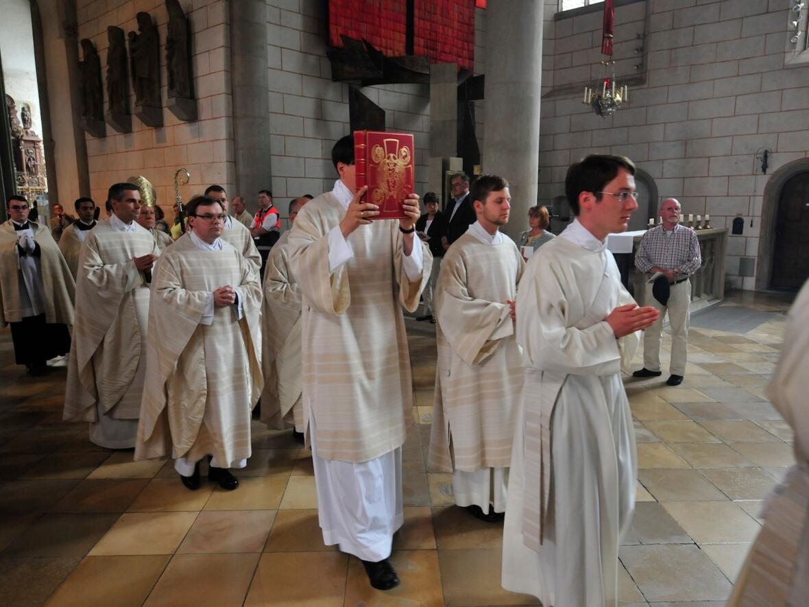 025_2012_Priesterweihe