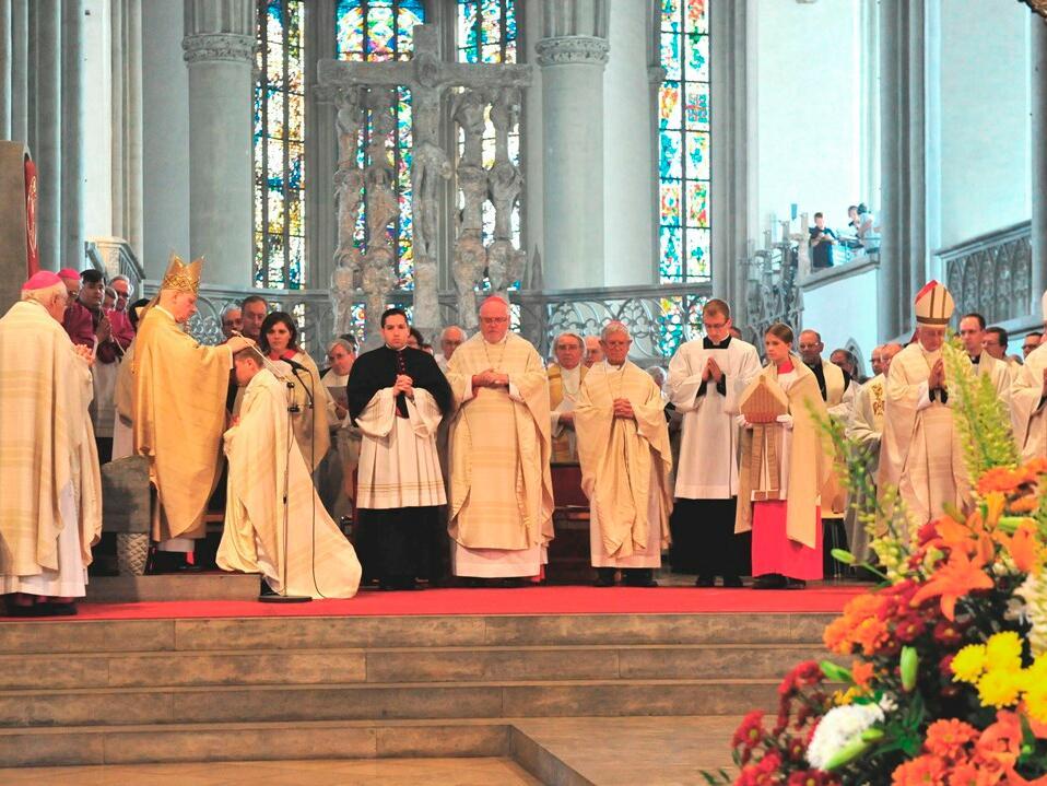 Am 28. Juli 2012 fand im Hohen Dom zu Augsburg die feierliche Weihe von Domvikar Florian Wörner zum Weihbischof statt. Hauptkonsekrator war Bischof Konrad. (Foto: Markus Kremser)