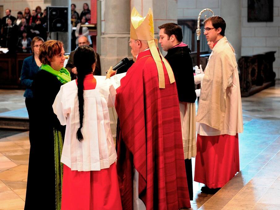 Bischof Konrad beauftragte die pastoralen Mitarbeiter, die Frohe Botschaft zu leben und zu verkünden. (Foto: Maria Steber)
