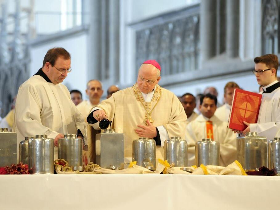 In der Chrisammesse weihte Bischof Konrad die heiligen Öle, die dann in die vielen Pfarreien des Bistums gebracht wurden. (Foto: Nicolas Schnall)