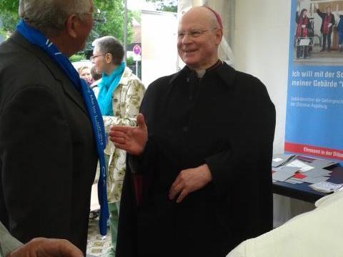 Bischof Konrad war am Freitag in Regensburg unterwegs. Den Stand des Bistums hat er dabei natürlich auch besucht. (Foto: pba/Maria Steber)