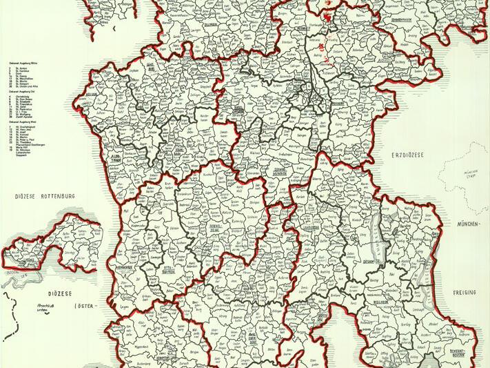 Bei der Neueinteilung von 1974 gliederte man das Bistum in 35 Dekanate, die in acht Regionen zusammengefasst waren: Augsburg, Weilheim, Kaufbeuren, Kempten, Memmingen, Neu-Ulm, Donau-Ries und Altbayern. Bistumskarte 1974, Erarbeitet im Sozialteam Steppach, Juli 1974.