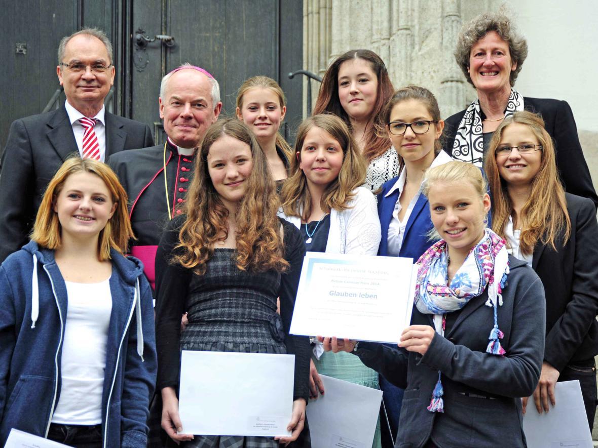 Ulrichswoche: Petrus-Canisius-Preis geht an die Mädchenrealschule St. Ursula. (Juli) (Foto: Maria Steber)