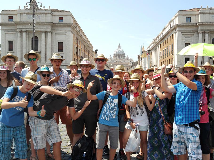 Vor beeindruckender Kulisse: Ministranten wallfahren nach Rom. (Juli) (Foto: Maria Steber)