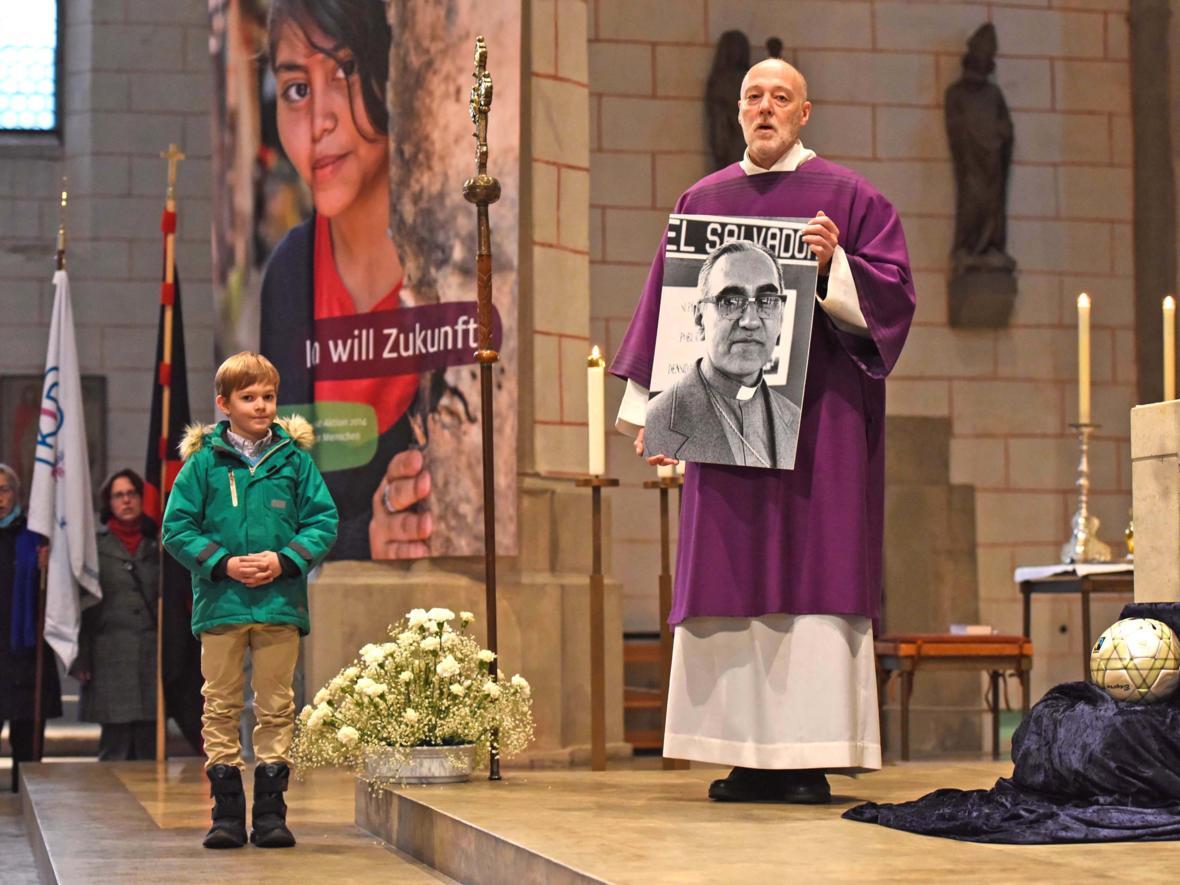 Bundesweite Eröffnung der Adveniat-Aktion im Augsburger Dom. (November) (Foto: KNA/Harald Oppitz)