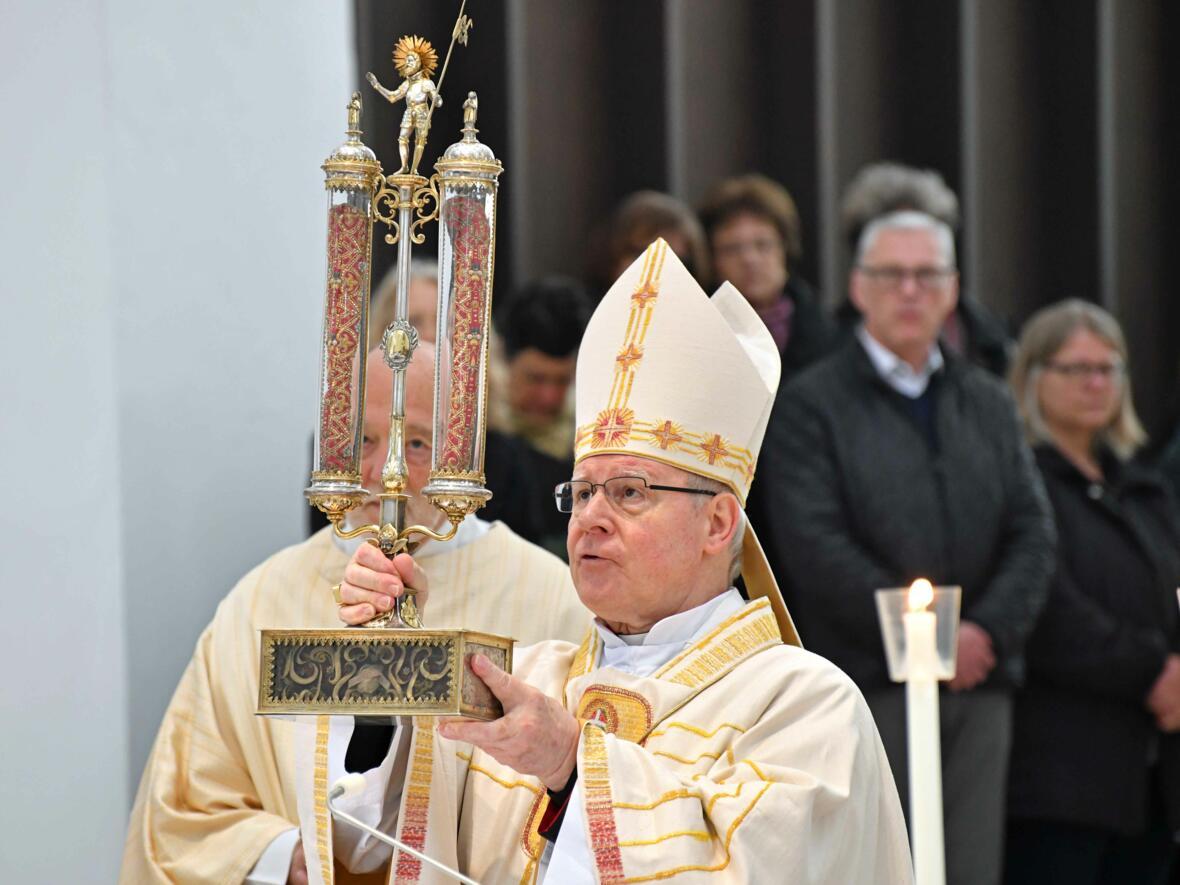 1000 Jahre Moritzkirche_Festgottesdienst mit Bischof Konrad (Foto Nicolas Schnall_pba) 17