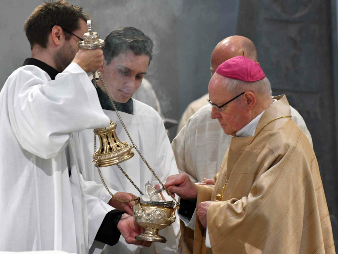 Dankgottesdienst 75. Geburtstag Bischof Dr. Konrad Zdarsa (Foto Nicolas Schnall_pba) 04