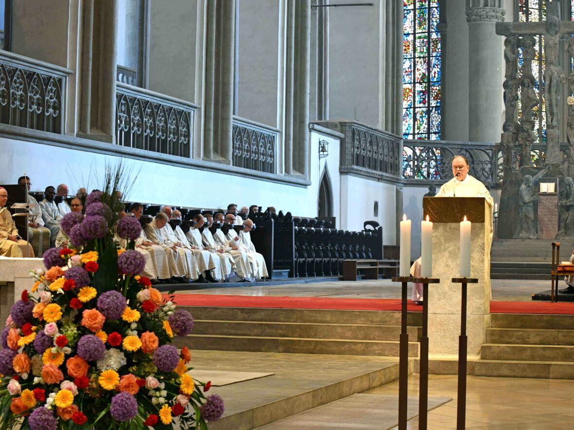Dankgottesdienst 75. Geburtstag Bischof Dr. Konrad Zdarsa (Foto Nicolas Schnall_pba) 06