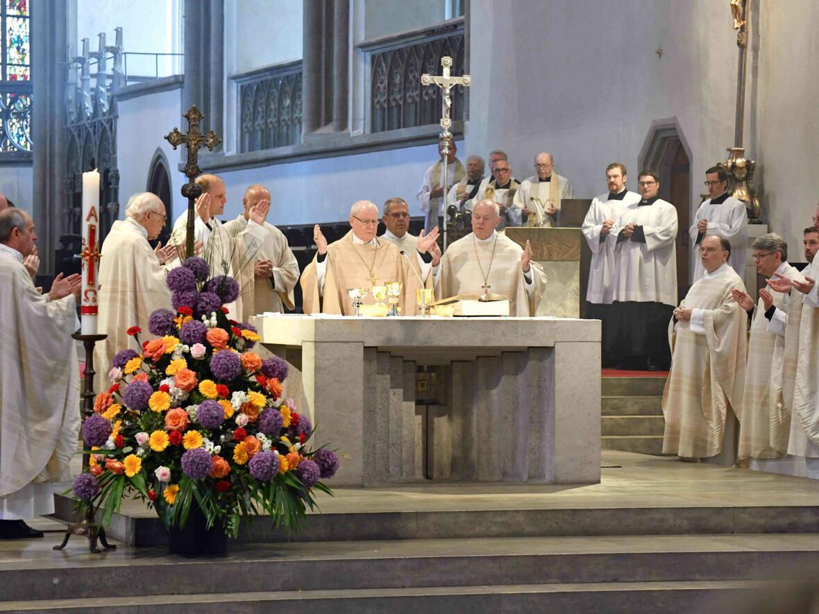 Dankgottesdienst 75. Geburtstag Bischof Dr. Konrad Zdarsa (Foto Nicolas Schnall_pba) 11