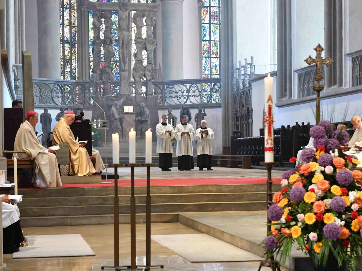 Dankgottesdienst 75. Geburtstag Bischof Dr. Konrad Zdarsa (Foto Nicolas Schnall_pba) 13