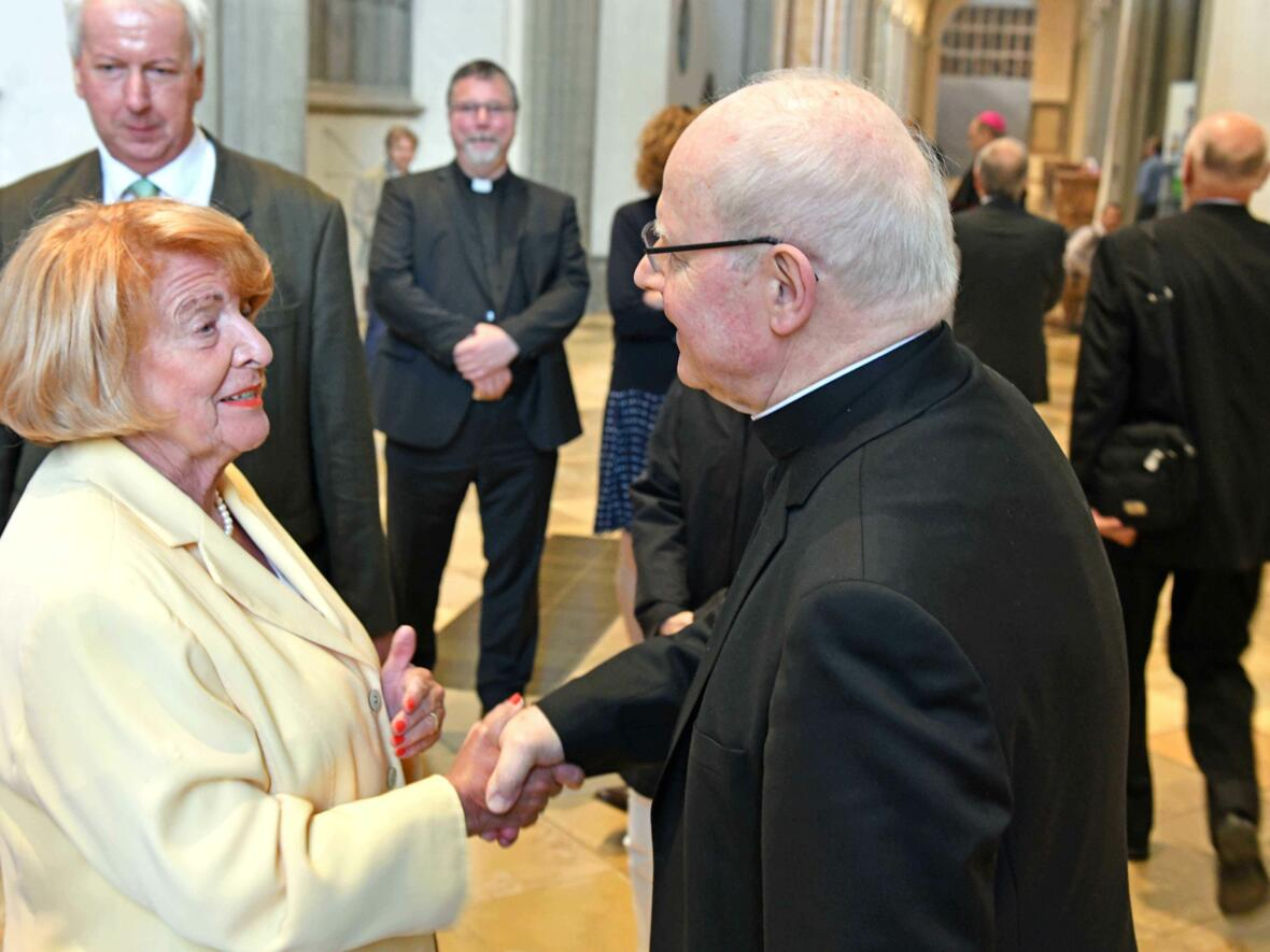 Dankgottesdienst 75. Geburtstag Bischof Dr. Konrad Zdarsa (Foto Nicolas Schnall_pba) 18