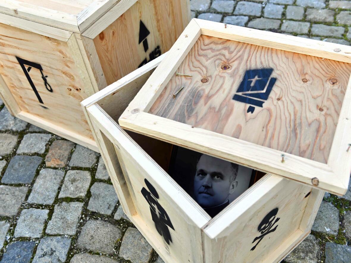 08_Teil des Kunstprojekts in Erinnerung an den ermorderten Pfarrer Bernhard Heinzmann (Foto_Nicolas Schnall_pba) 0420