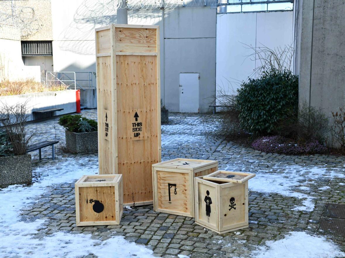 18 Aschermittwoch der Künstler_Ausstellungseröffnung_Kunstprojekt Innenhof vor Severinskapelle (Foto_Nicolas Schnall_pba) DSC_0436