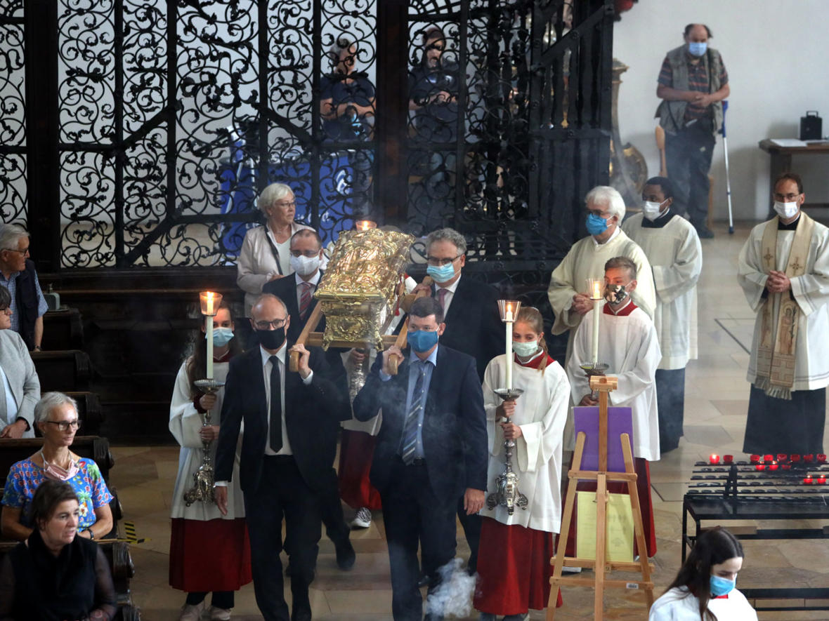 Pontifikalvesper mit Schreinerhebung am 3. Juli (Foto: Annette Zoepf / pba) 1