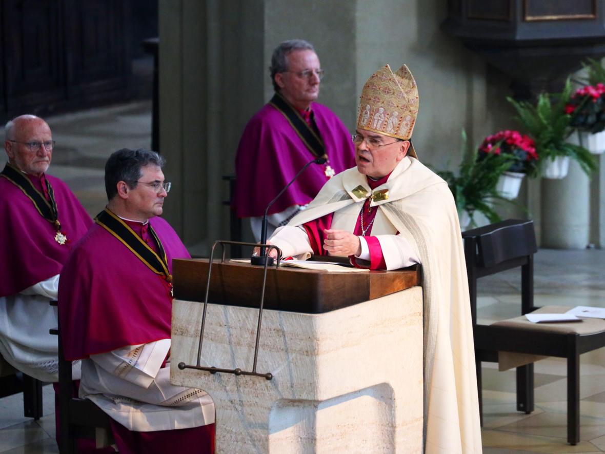 Pontifikalvesper mit Schreinerhebung am 3. Juli (Foto: Annette Zoepf / pba) 2