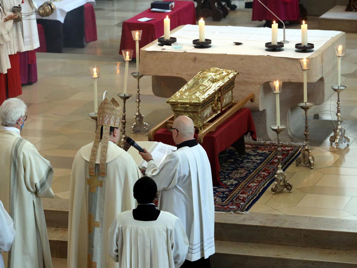 Pontifikalvesper mit Schreinerhebung am 3. Juli (Foto: Annette Zoepf / pba) 3